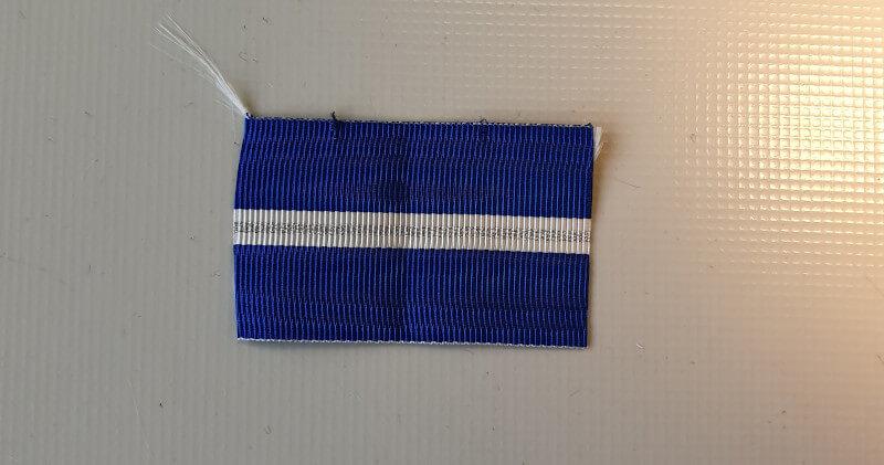 Montage de barrettes de décoration - étape découpe ruban
