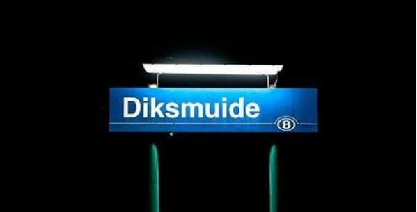 Panneau de gare de la ville de Diksmuide, ou dixmude, qui a donné son nom aux rubans de décoration militaire