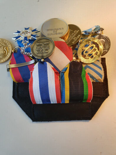 12 decoupe montage medailles pendantes