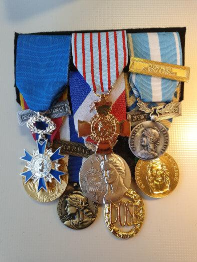 13 nouveau montage medailles ordonnances militaires fini