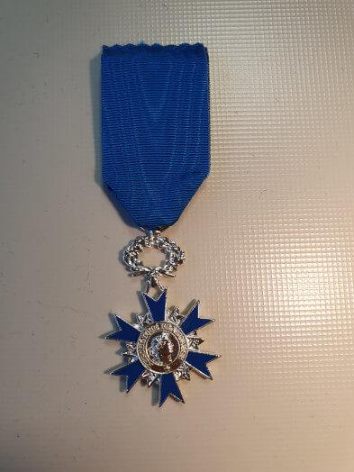 2 achat de la medaille a rajouter au montage